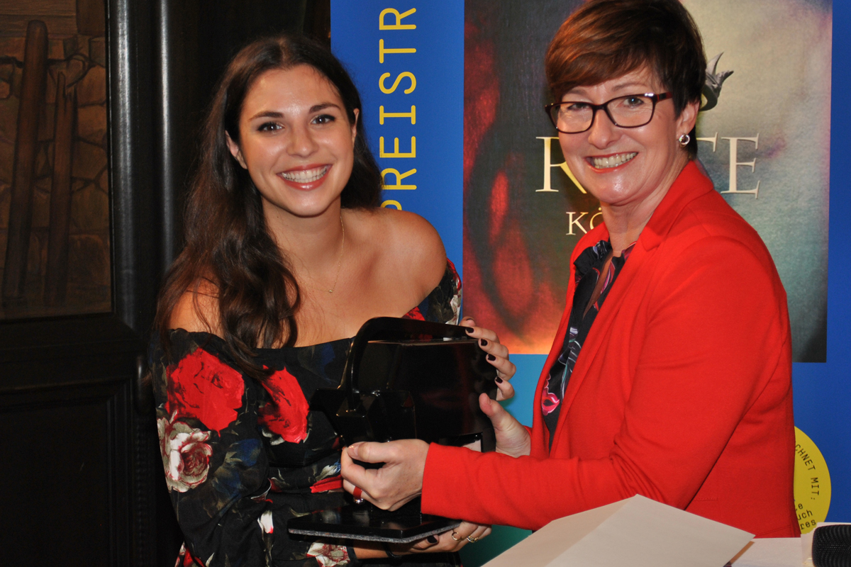 "Youth Literature: Victoria Aveyard receives ""Buxtehude Bull"" literature prize."